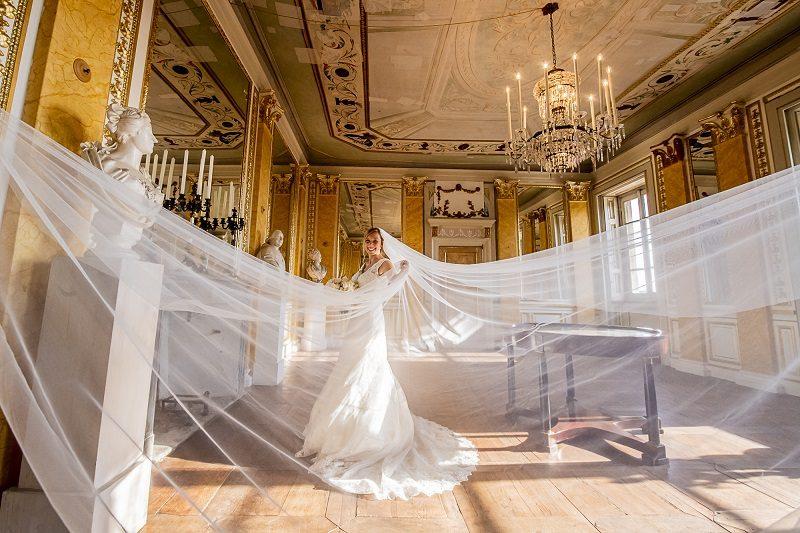 Sposa con velo lungo