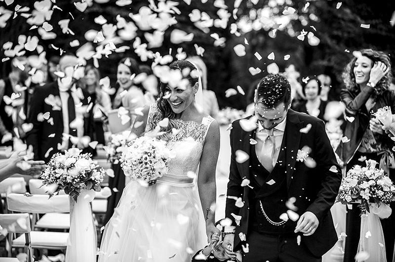 Sposi lancio petali