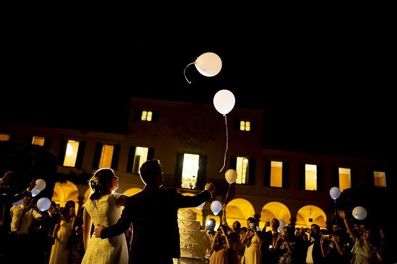 matrimonio lancio palloncini