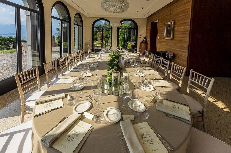 Allestimento tavolo ovale matrimonio